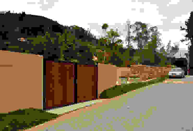 Casa Vittoria Prima Puertas y ventanas de estilo moderno de Javier Pareja arquiteco Moderno