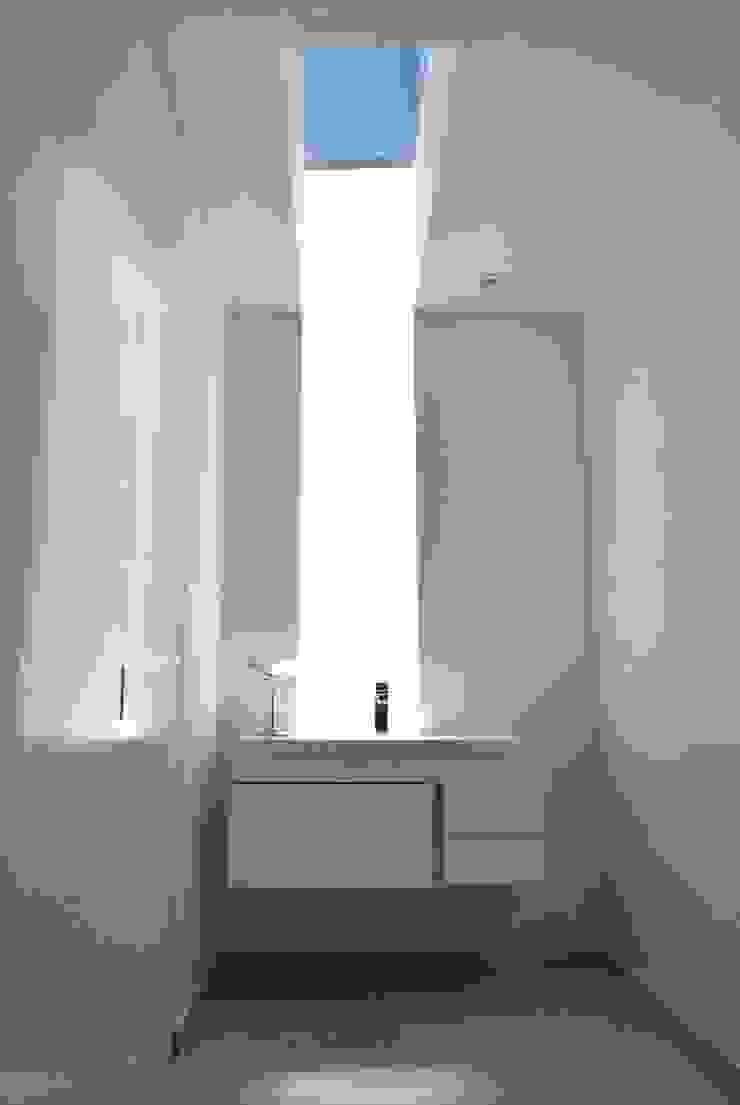 Casa Vittoria Prima Baños de estilo moderno de Javier Pareja arquiteco Moderno
