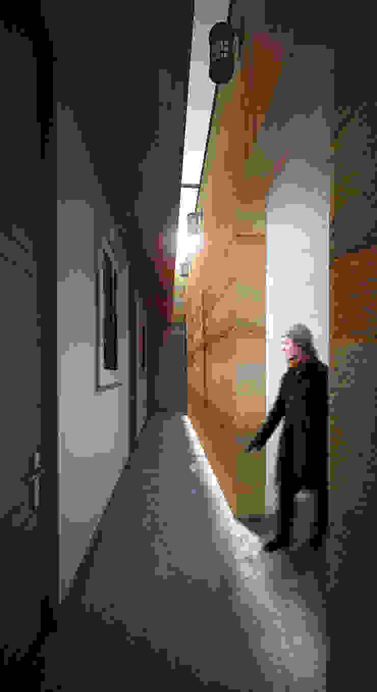 Hall de alcobas Pasillos, vestíbulos y escaleras de estilo moderno de Gliptica Design Moderno Concreto