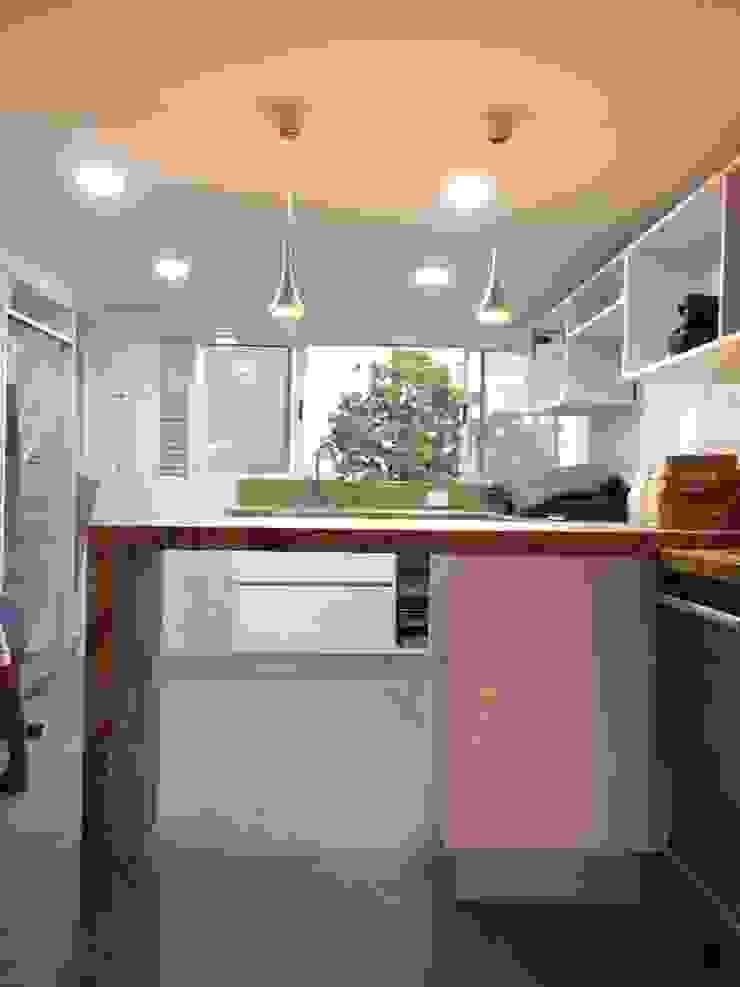 Proyecto en ejecución Cocinas de estilo minimalista de John Robles Arquitectos Minimalista