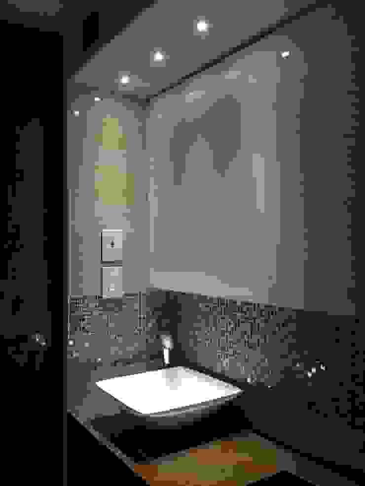 Proyecto en ejecución Baños de estilo moderno de John Robles Arquitectos Moderno