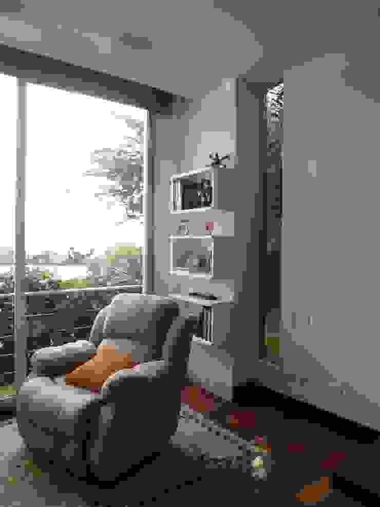 Zona de lectura Estudios y despachos de estilo ecléctico de John Robles Arquitectos Ecléctico