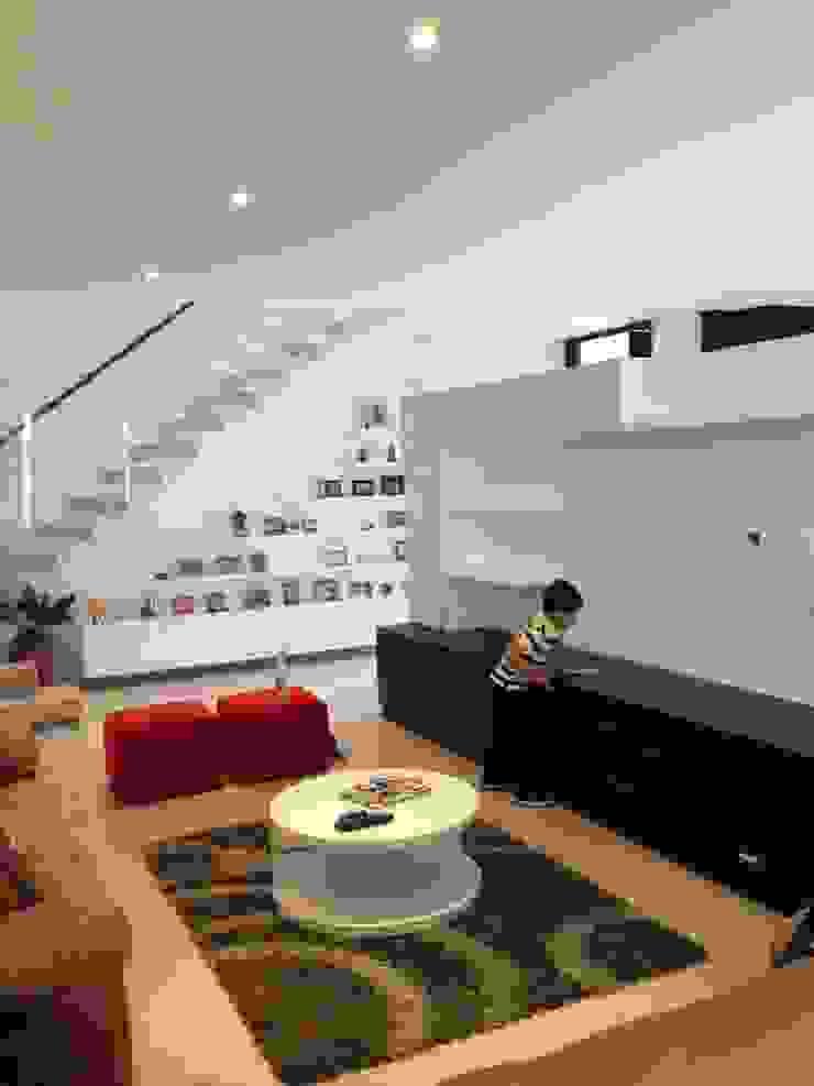 Sala de TV Salas multimedia de estilo ecléctico de John Robles Arquitectos Ecléctico