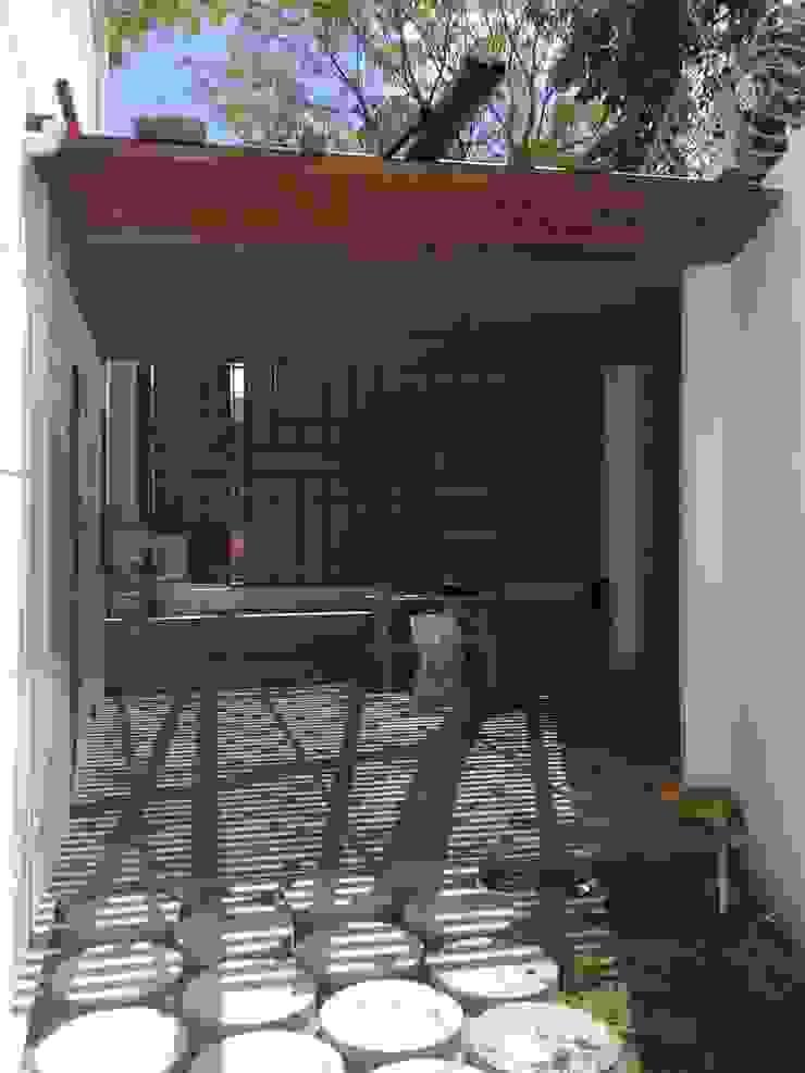 Proyecto en ejecución Gimnasios de estilo rústico de John Robles Arquitectos Rústico