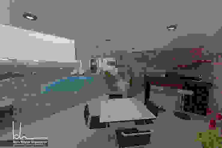 Terraza piscina Altaserra de John Robles Arquitectos Rústico