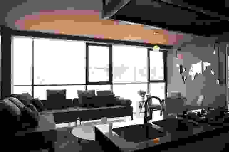 Sala Jordi de Casa DEROCA Moderno