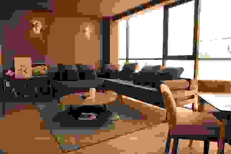 Mesa BOB y mesa POP de Casa DEROCA Moderno