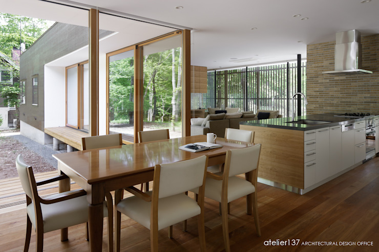 Ruang Makan Modern Oleh atelier137 ARCHITECTURAL DESIGN OFFICE Modern Kayu Wood effect