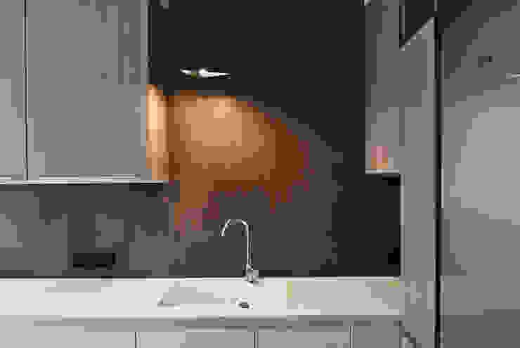 現代廚房設計點子、靈感&圖片 根據 Projektowanie Wnętrz Agnieszka Noworzyń 現代風