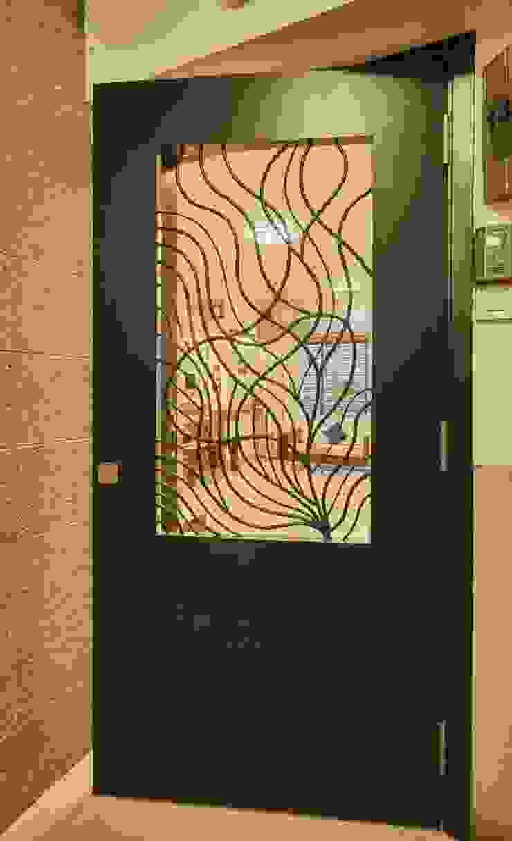 main door: eclectic  by iSTUDIO Architecture,Eclectic