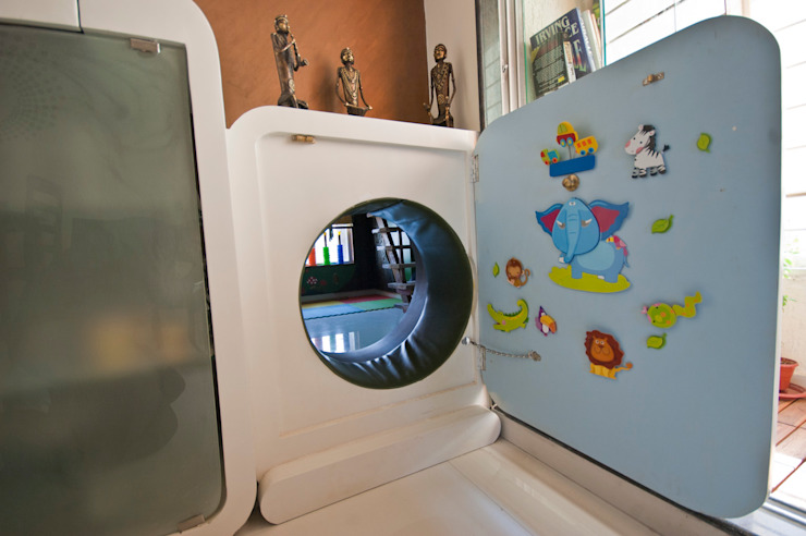 tunnel to the kids' room: eclectic  by iSTUDIO Architecture,Eclectic