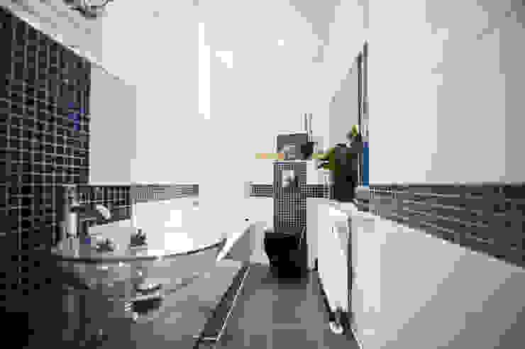 WOHNGLUECK GmbH (Immobilien)의  욕실, 미니멀