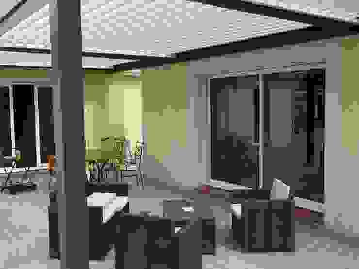 EXTENSION MAISON A Balcon, Veranda & Terrasse modernes par FARACHE CLAUDE Moderne