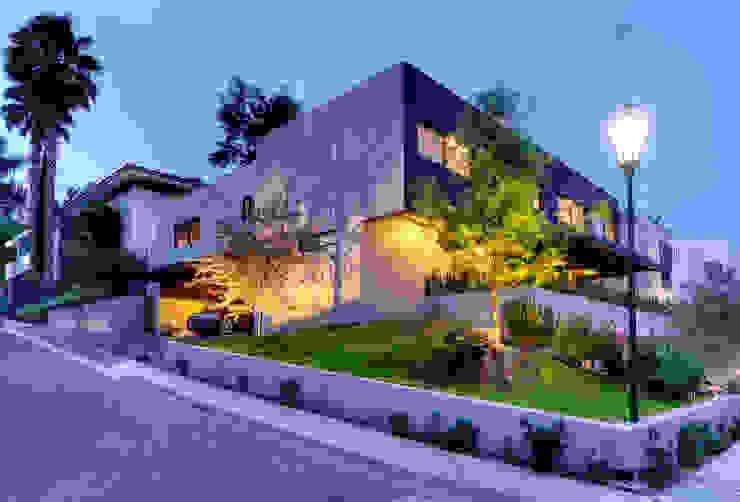 Fachada lateral Con Contenedores S.A. de C.V. Casas de estilo industrial