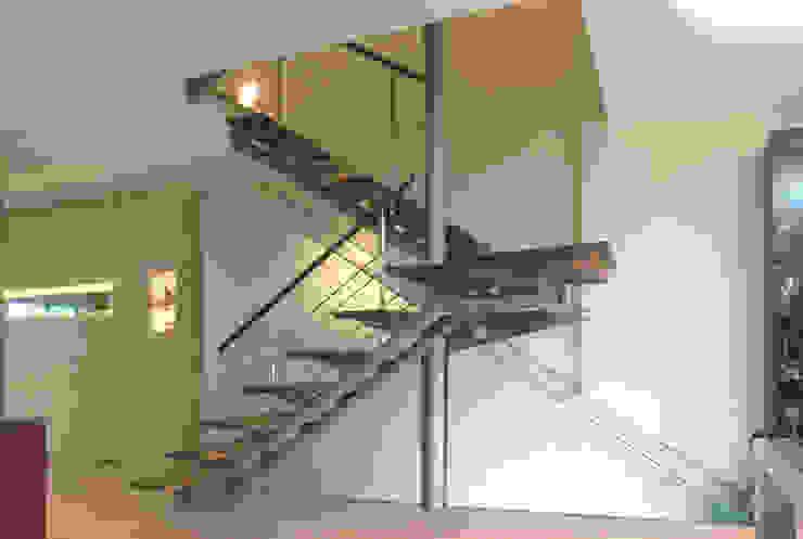 Minimalist corridor, hallway & stairs by Daifuku Designs Minimalist Iron/Steel