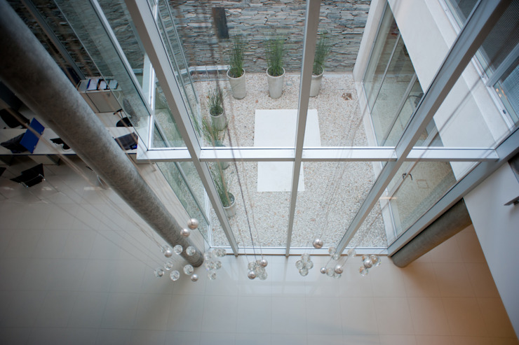 by Poggi Schmit Arquitectura Сучасний