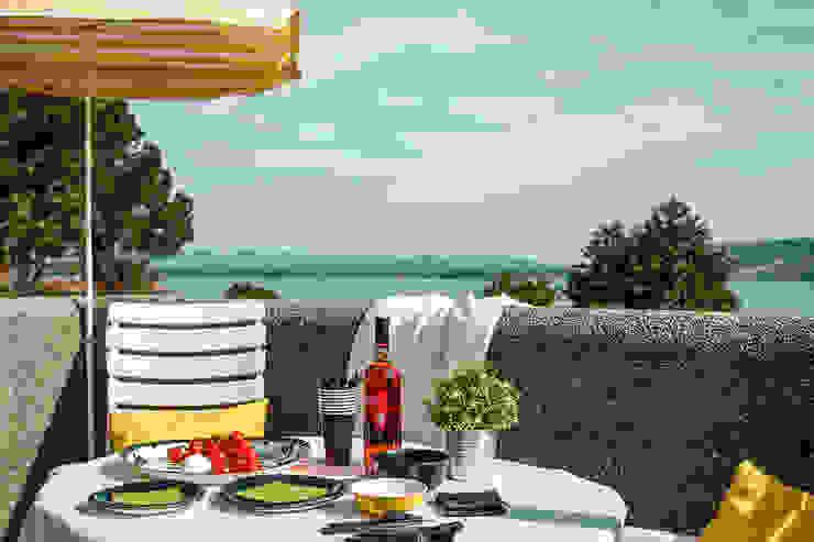 Appartamento in vendita sul Lago Maggiore Balcone, Veranda & Terrazza in stile moderno di Boite Maison Moderno