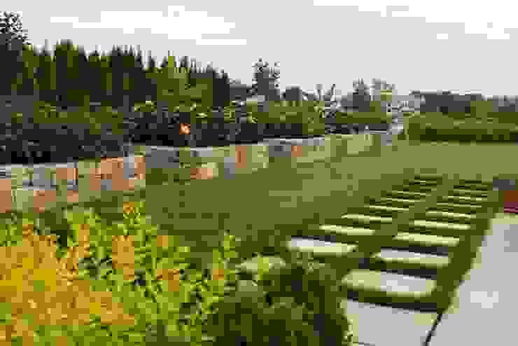 Jardines de estilo  por ECOSSISTEMAS; Áreas Verdes e Sistemas de Rega.
