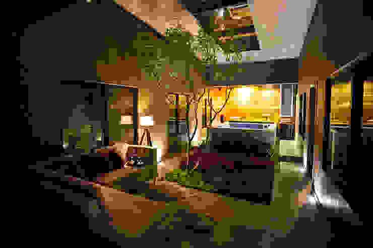 Casa Bunker Con Contenedores S.A. de C.V. Jardines modernos