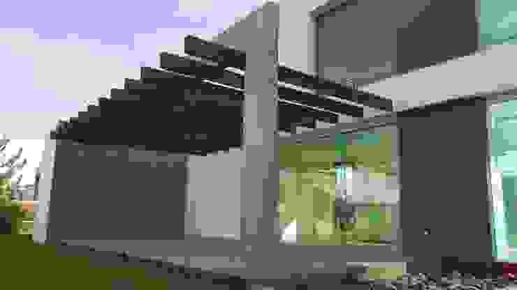 CASA PZ ARQUIMIA ARQUITECTOS Balcones y terrazas modernos de Arquimia Arquitectos Moderno Concreto