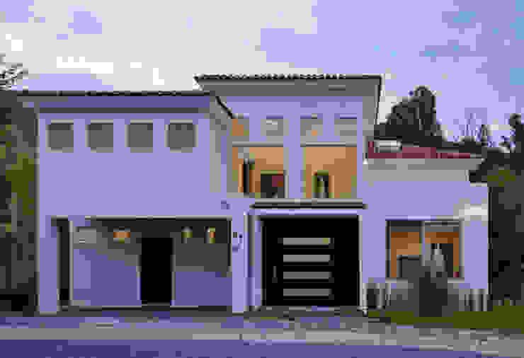 LA FACHADA Casas de estilo colonial de Excelencia en Diseño Colonial Ladrillos