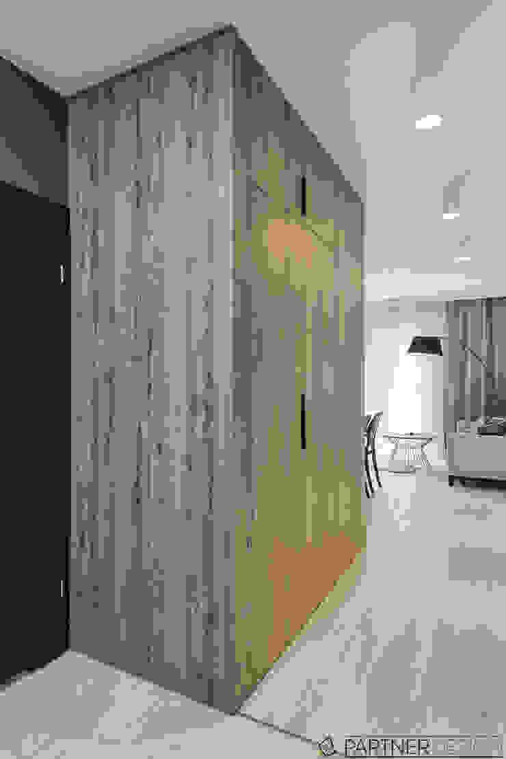 Mieszkanie pokazowe Nowoczesny korytarz, przedpokój i schody od Q2Design Nowoczesny