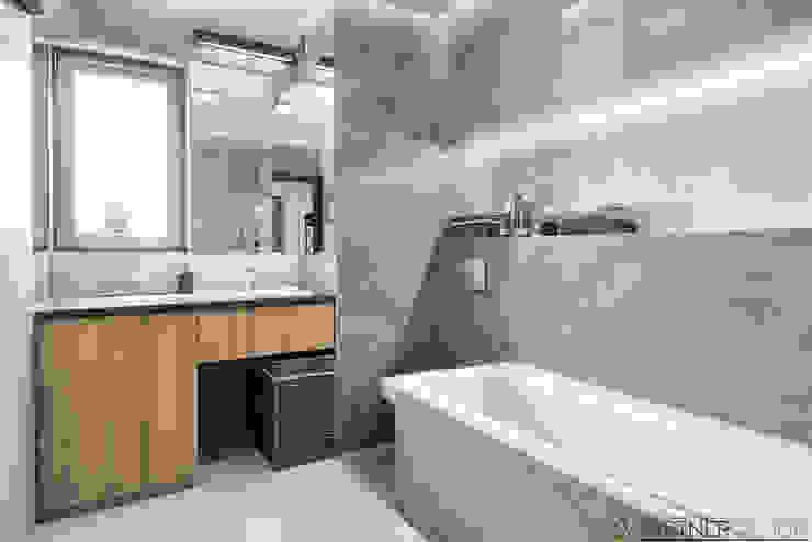 Mieszkanie pokazowe Nowoczesna łazienka od Q2Design Nowoczesny