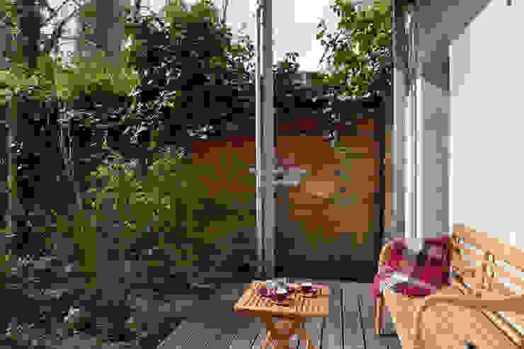 Kolonialny ogród od Birgit Glatzel Architektin Kolonialny Drewno O efekcie drewna