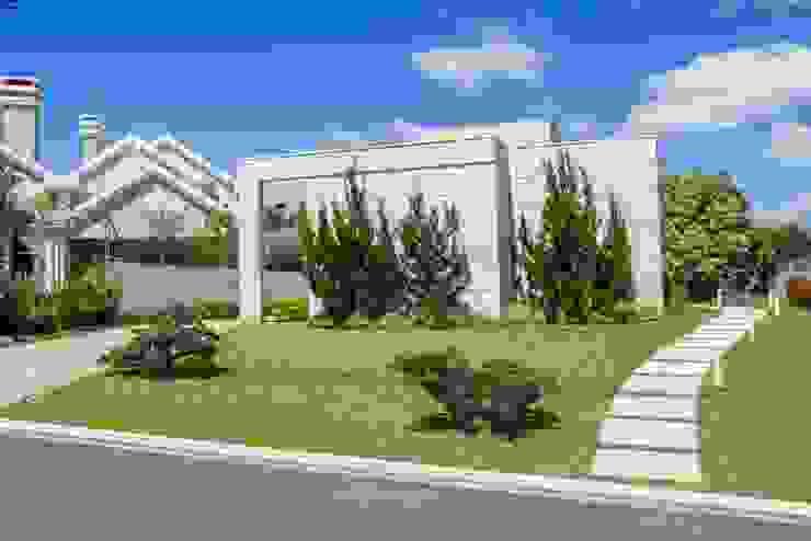 Fachada Frontal Casas modernas por Bernacki Arquitetura Moderno Mármore