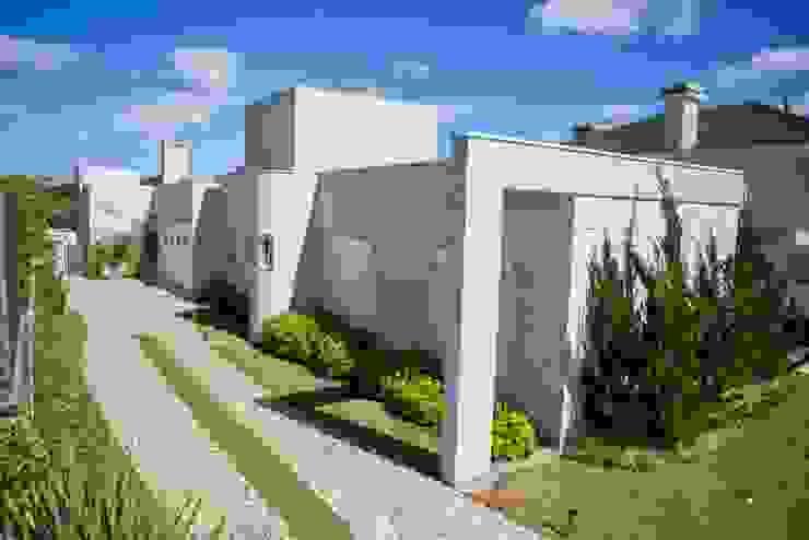 Bernacki Arquitetura Modern Houses Marble White