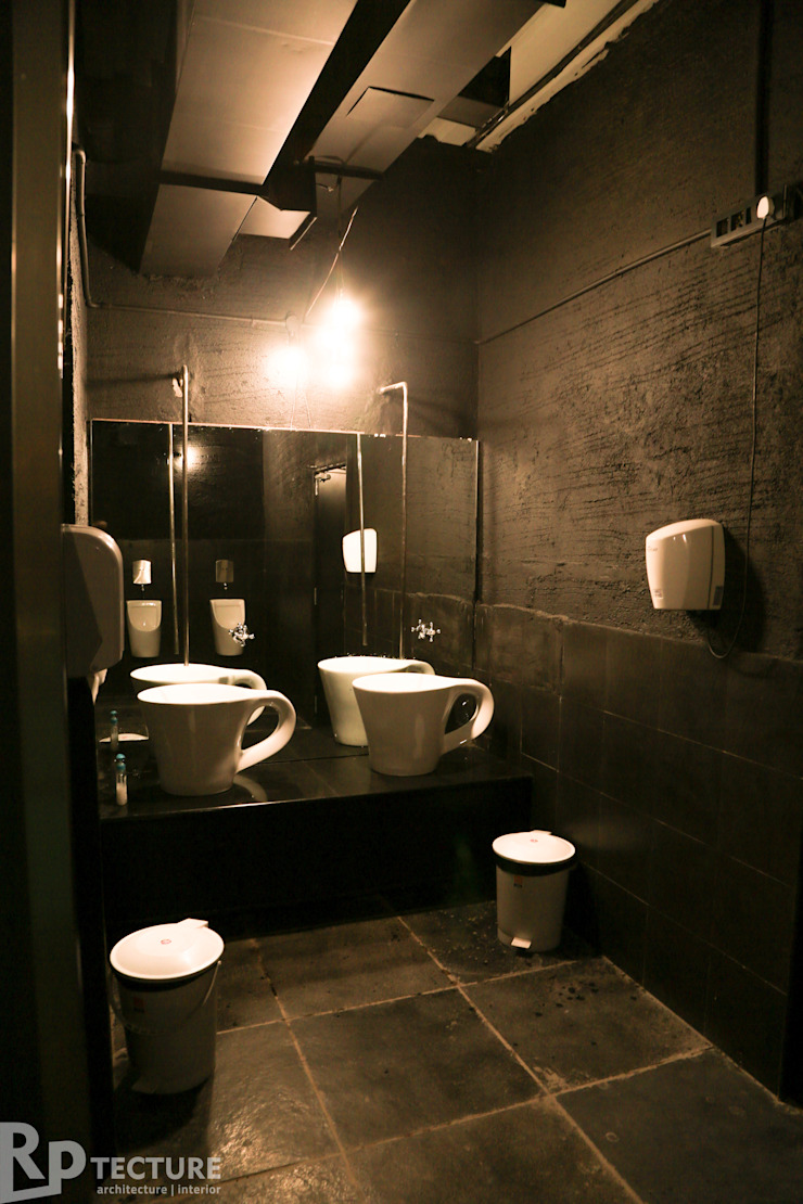 Coffee mugs.. now in TOILET Rustic style bars & clubs by RPtecture Rustic