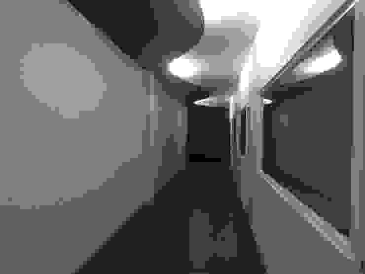 Escritórios minimalistas por Perfil Arquitectónico Minimalista