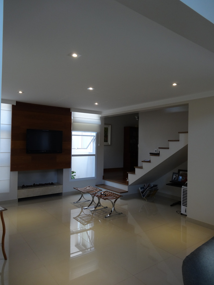 Casa SVJ Lozí - Projeto e Obra Salas de estar modernas