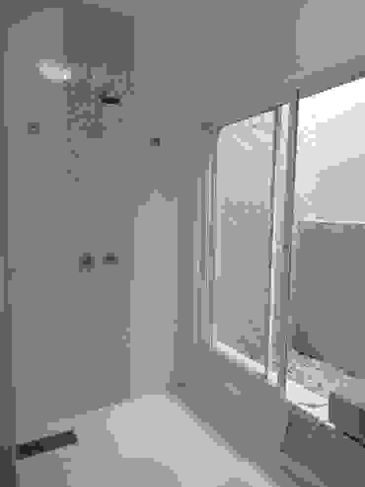 Casa SVJ Lozí - Projeto e Obra Banheiros minimalistas