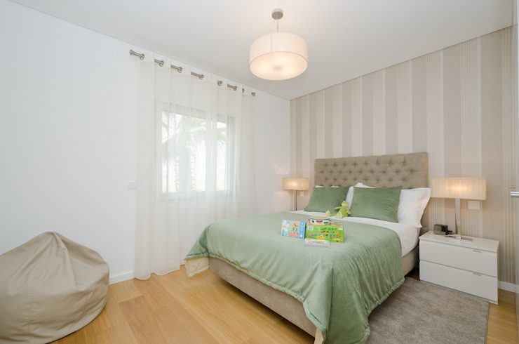 Private Interior Design Project – Town House Albufeira por Simple Taste Interiors Clássico