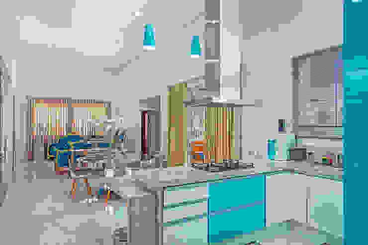 Projekty,  Kuchnia zaprojektowane przez Daniele Galante Arquitetura, Nowoczesny