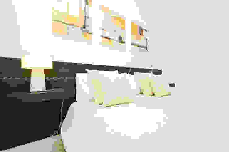 Private Interior Design Project - Apartment in Lagos por Simple Taste Interiors Clássico