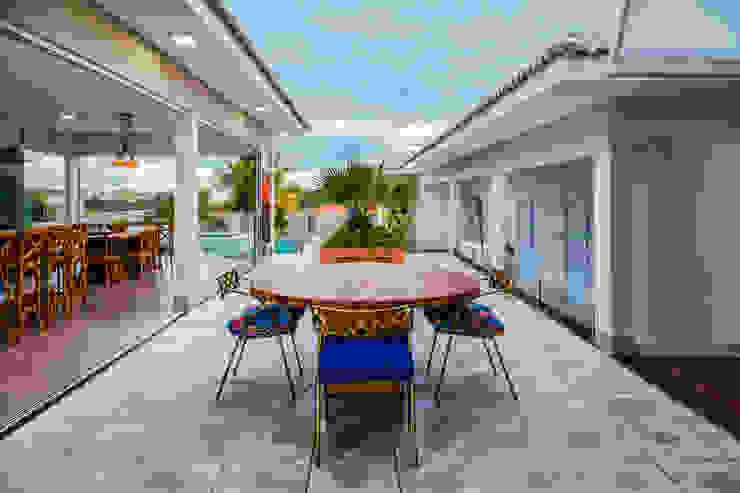 Balcones y terrazas de estilo moderno de Daniele Galante Arquitetura Moderno