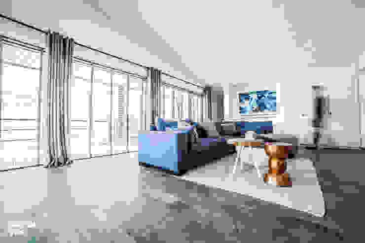 Punt-West Moderne woonkamers van Guy de Vos Modern Hout Hout