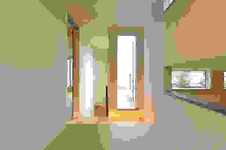 畳のホール モダンデザインの 多目的室 の OARK一級建築士事務所 モダン