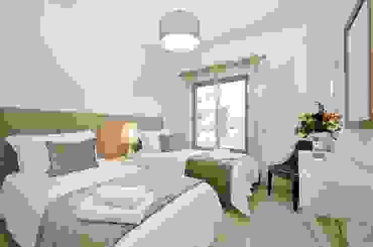 Private Interior Design Project - Apartment in Alvor por Simple Taste Interiors Clássico