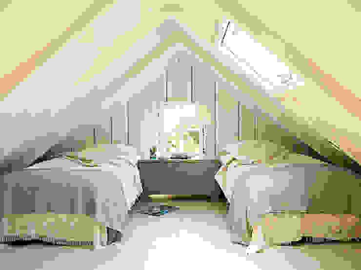 Sottotetto Camera da letto in stile classico di Tucommit Classico