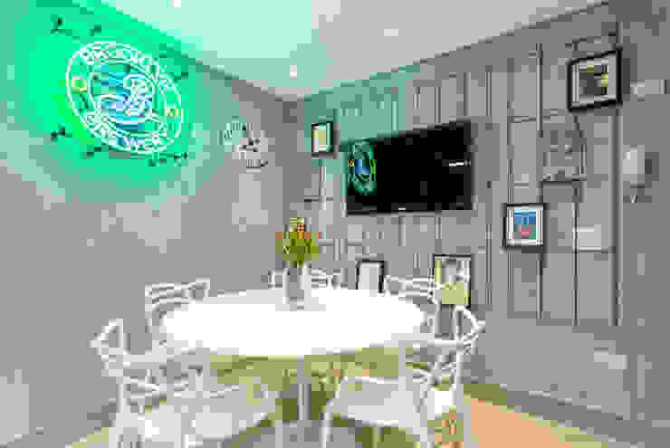 Mesa de Almoço Contemporâea Cozinhas ecléticas por Motirõ Arquitetos Eclético Concreto