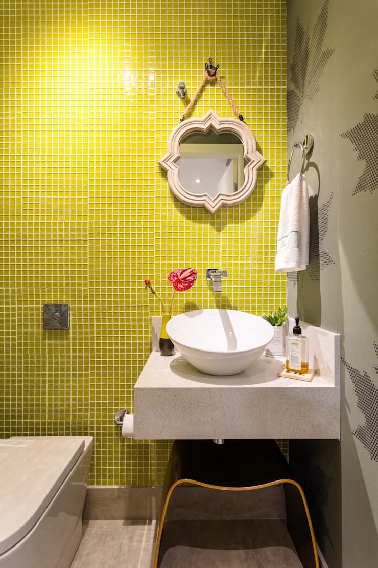Eclectic style bathroom by Motirõ Arquitetos Eclectic Tiles
