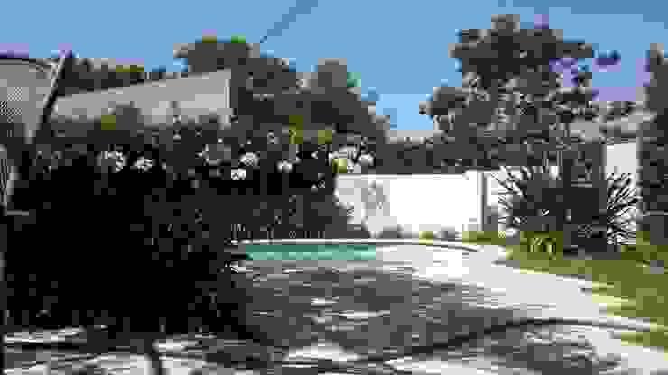 JARDÍN CON PILETA Jardines clásicos de milena oitana Clásico