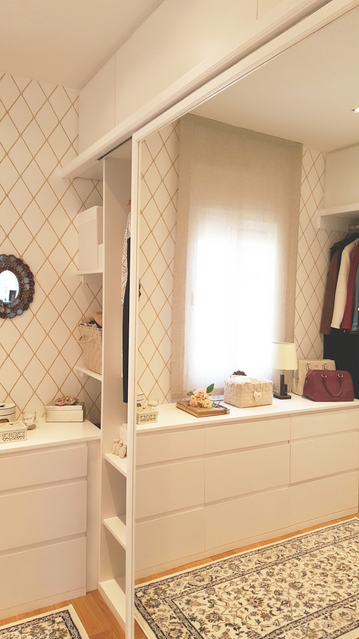 Modern Dressing Room by Arquitectura Interior 88 Modern