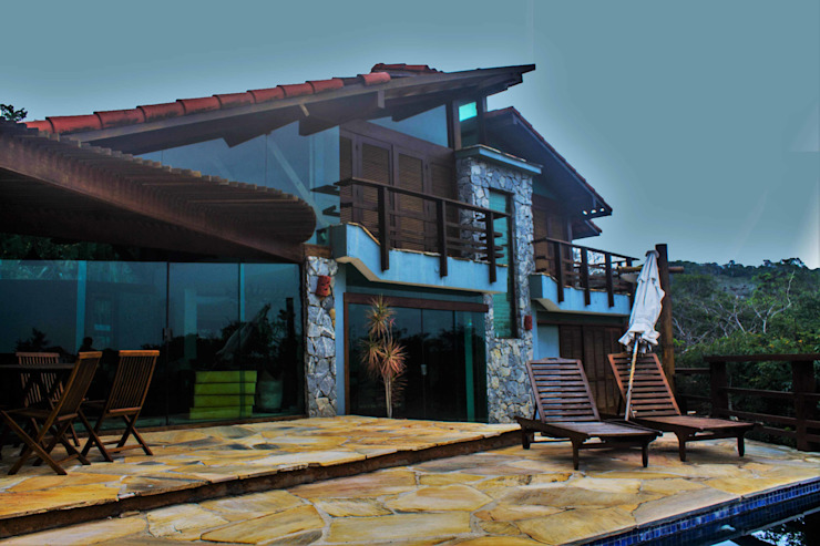 Rustic style house by Aroeira Arquitetura Rustic