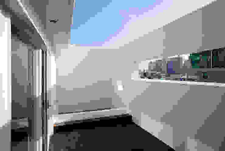 장전동 상가주택 '화양연화(花樣年華)': 민 아키텍츠 건축사사무소의 미니멀리스트 ,미니멀