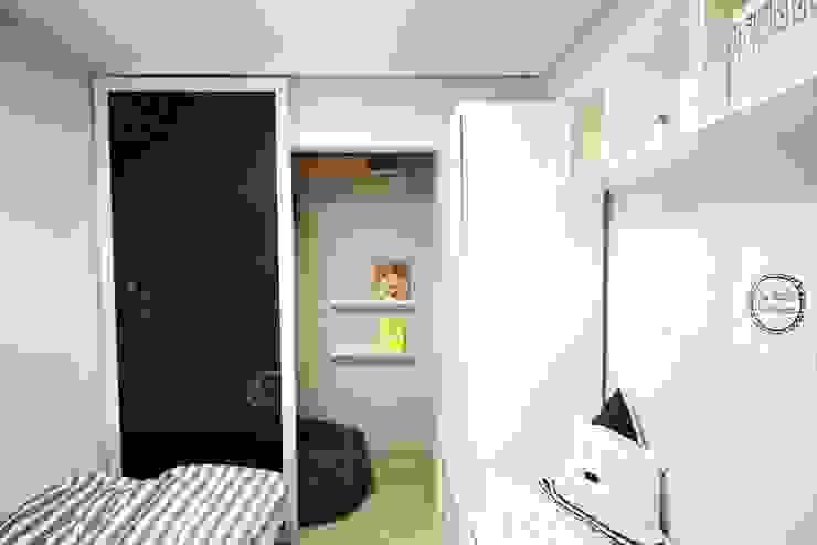 [홈라떼] 책이 가득한 24평 복도식 아파트 홈스타일링 미니멀리스트 아이방 by homelatte 미니멀