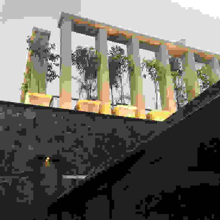 bedi residence Modern balcony, veranda & terrace by 23DC Architects Modern